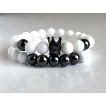 Fényes fehér jáde ásványkarkötő szett, fekete hematit ásványgyöngyökkel és cirkónia köves, fekete színű koronával