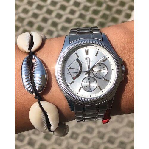Fehér kagyló karkötő - középen ezüst kagylóval -