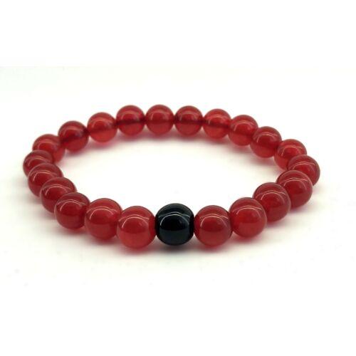 Fényes piros jáde ásványkarkötő, fekete fényes onix gyönggyel