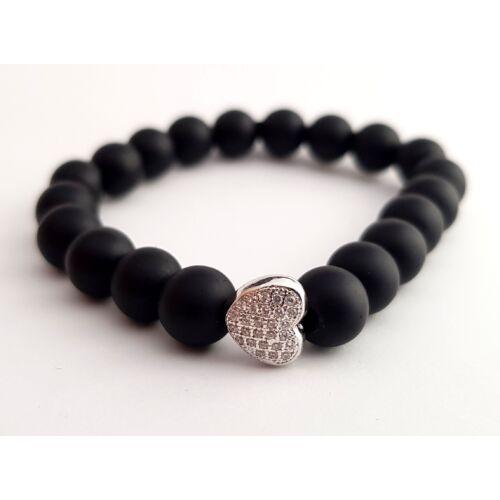 Matt fekete onix ásványkarkötő, cirkónia kővel kirakott ezüst színű szívvel