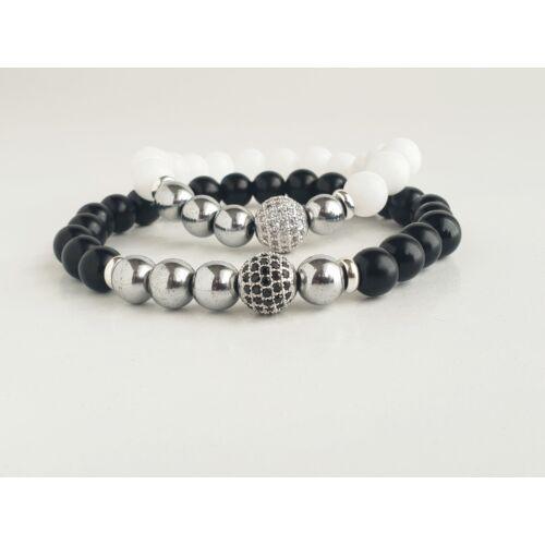 Fényes fekete onix és fényes fehér jáde páros ásványkarkötő, ezüst hematit ásványgyöngyökkel és cirkónia köves, ezüst színű gömbökkel