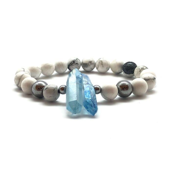 Howlit ásványkarkötő, ezüst hematit gyöngyökkel, kék kvarckristállyal
