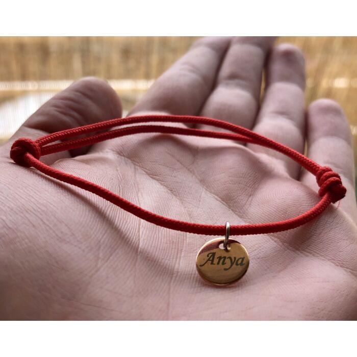 Piros szerencse karkötő - Rose gold színű Anya kör fityegővel