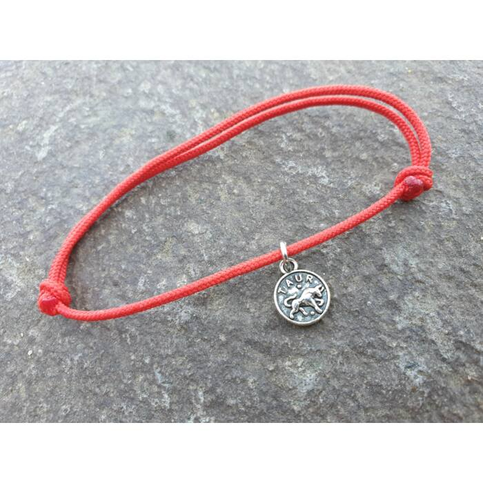 Piros szerencse karkötő - Bika horoszkópos fityegővel
