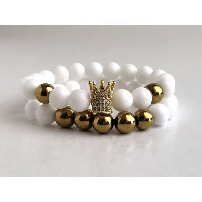 Fehér jáde ásványkarkötő szett, arany színű hematit gyöngyökkel és cirkónia köves koronával