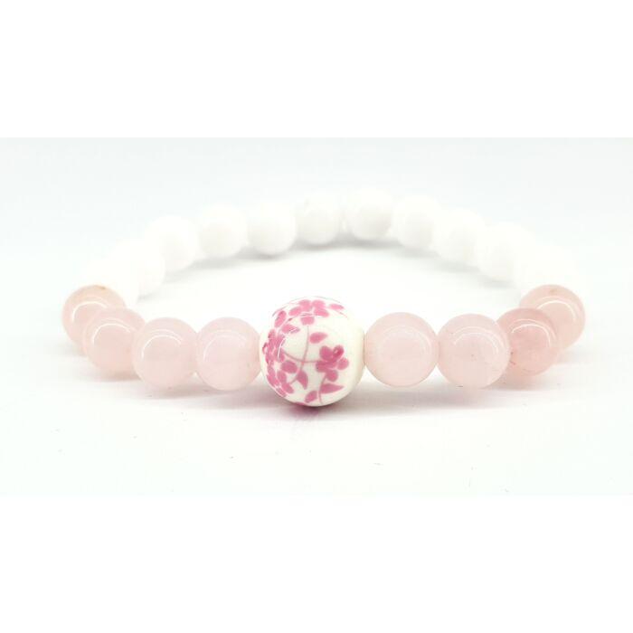 Fehér jáde és rózsakvarc ásványkarkötő, virágos rózsaszín porcelán gyönggyel
