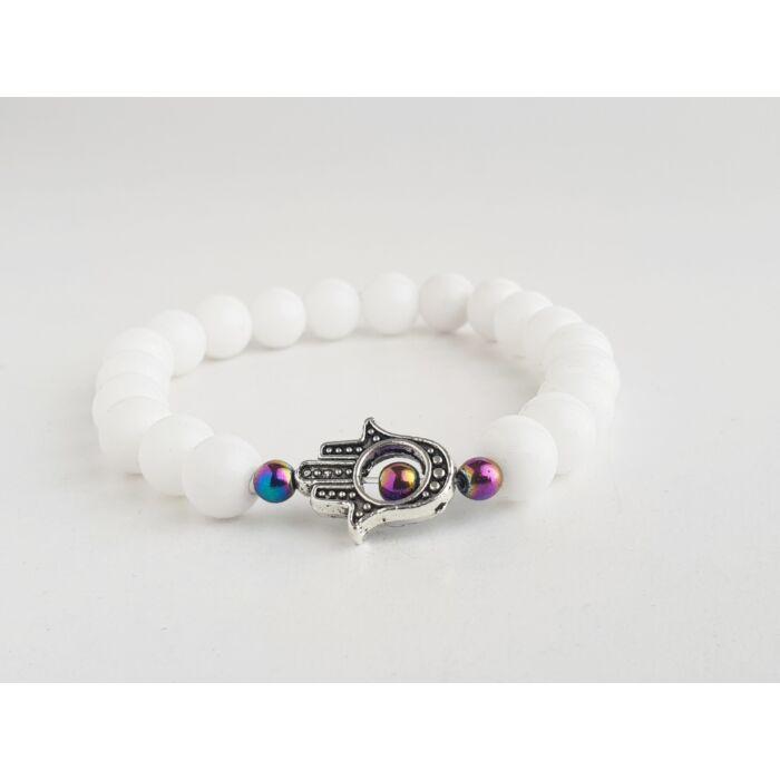 Fehér jáde ásványkarkötő, szivárvány hematit gyöngyökkel, ezüst színű hamsa kezével