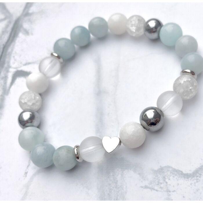 Berill ásványkarkötő, jáde,hematit, matt és roppantott hegyikristály gyöngyökkel, ezüst színű szívvel