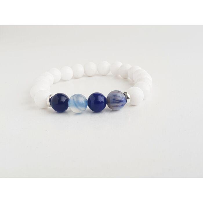 Fehér jáde ásványkarkötő, kék achát gyöngyökkel